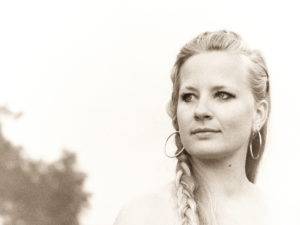 "Willow Mae viert de liefde met single ""Song of Songs"""