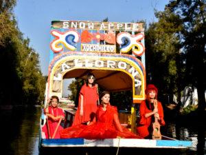 Nederlands/ Mexicaanse band Snowapple treedt op in Mexico-Stad tijdens Internationale Vrouwendag manifestatie