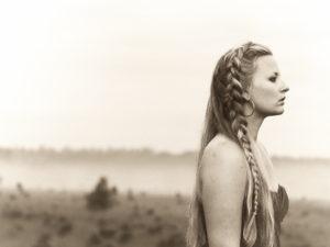 Willow Mae bezingt haar zoektocht naar liefde en verbondenheid op debuutalbum 'Song Of Songs'