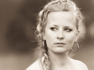 Willow Mae kondigt huiskamerconcerten en nieuwe single aan