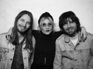 Zweeds droompop trio ViVii maakt fraaie live vertolking van hun single 'One Day'