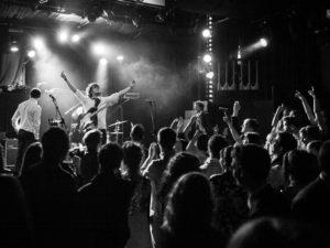 Patrick McCallion begeeft zich op het snijvlak van indie pop, singer-songwriter en postpunk