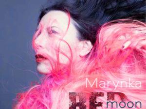 """Marynka maakt """"soundtrack for selfcare"""" getiteld 'Red Moon'; hoopgevende muziek voor bange tijden"""