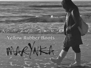 Marynka neemt je mee op een wandeling langs de Noordzeekust met nieuwe single 'Yellow Rubber Boots'